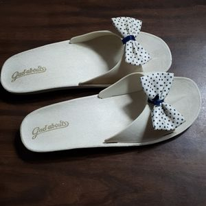 Gadabout white sliders with bow tie